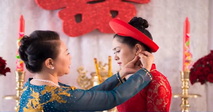 Giữa đám cưới, mẹ chồng đỏ mặt vì quà cưới quá khiêm tốn, ngờ đâu con dâu lên tiếng 1 câu mà toàn cục diện thay đổi trong nháy mắt-2