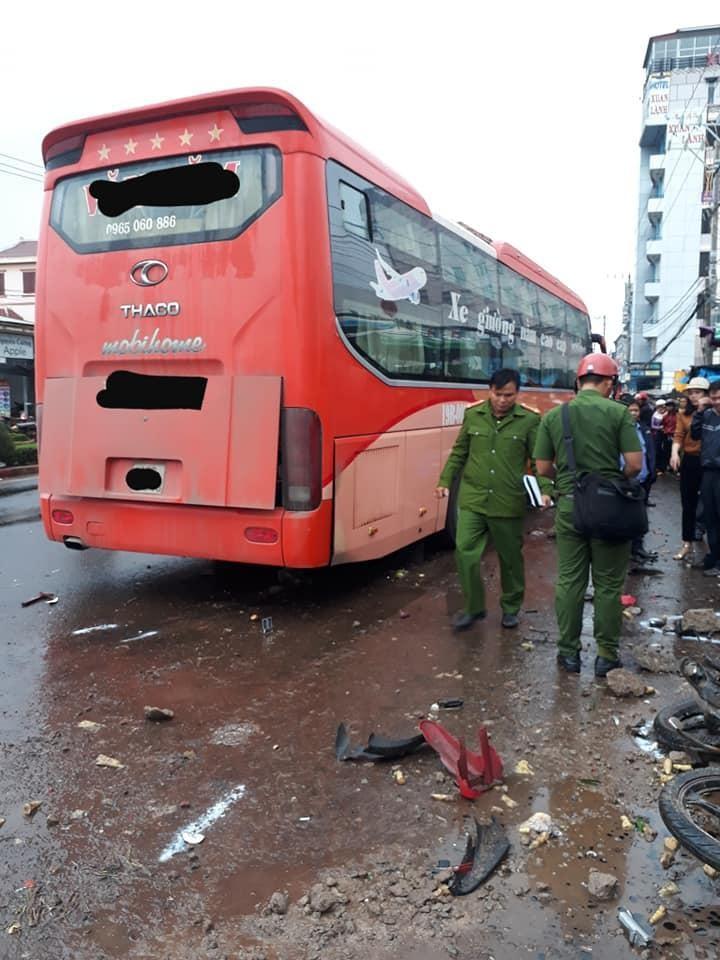 Clip: Khoảnh khắc xe khách lao vào chợ ven đường ở Gia Lai, khiến 3 người tử vong-3