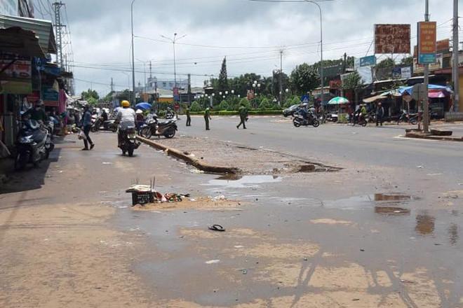 Vụ xe khách tông chết 4 người: Cảnh tượng thật kinh hoàng-1