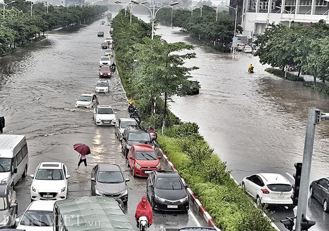 Nhiều tuyến đường ở Hà Nội mênh mông biển nước do bão số 3-1