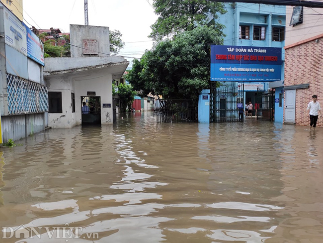 Nhiều tuyến đường ở Hà Nội mênh mông biển nước do bão số 3-9