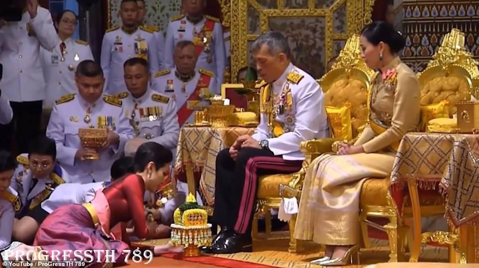 Hóa ra Hoàng quý phi Thái Lan đã âm thầm cạnh tranh với vợ cả từ lâu với những điểm giống nhau đến ngỡ ngàng-1
