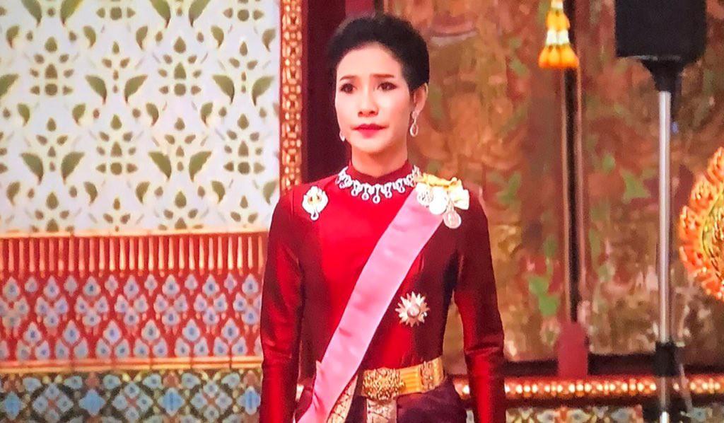 Hóa ra Hoàng quý phi Thái Lan đã âm thầm cạnh tranh với vợ cả từ lâu với những điểm giống nhau đến ngỡ ngàng-2