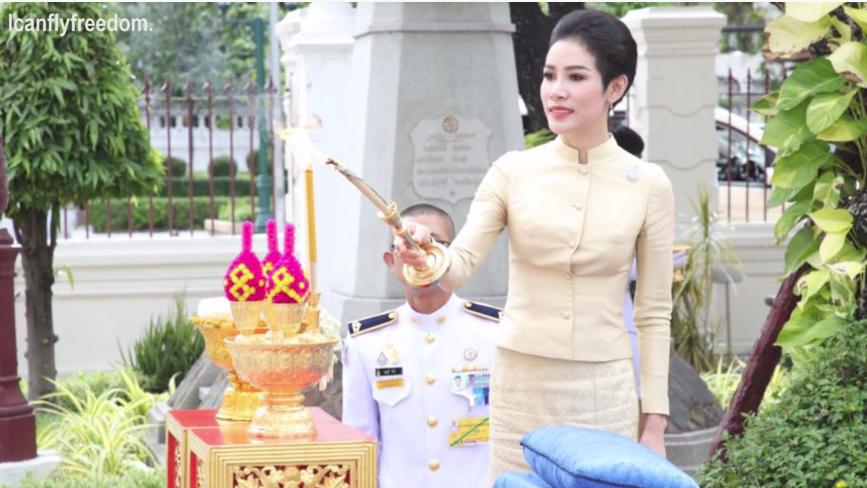 Hóa ra Hoàng quý phi Thái Lan đã âm thầm cạnh tranh với vợ cả từ lâu với những điểm giống nhau đến ngỡ ngàng-8