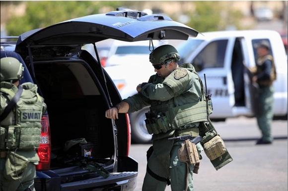 Xả súng ở siêu thị Mỹ, ít nhất 20 người chết-2