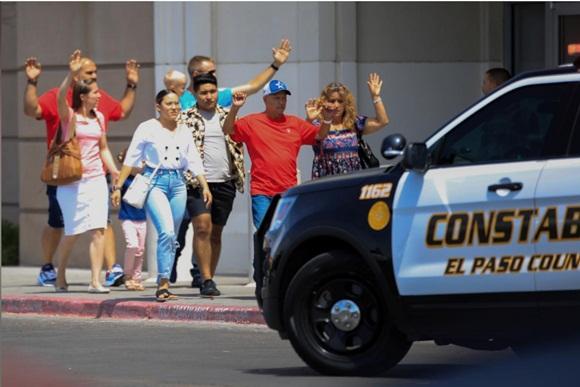 Xả súng ở siêu thị Mỹ, ít nhất 20 người chết-3