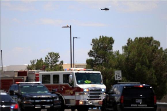 Xả súng ở siêu thị Mỹ, ít nhất 20 người chết-4