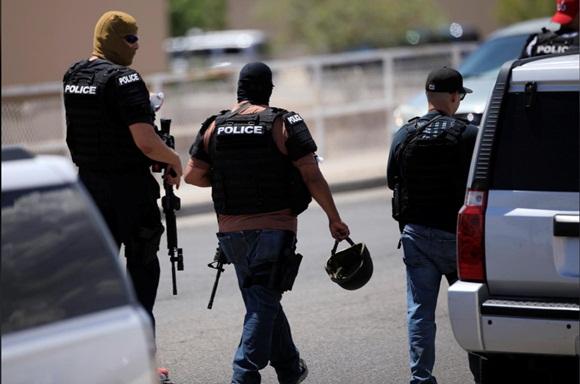 Xả súng ở siêu thị Mỹ, ít nhất 20 người chết-5