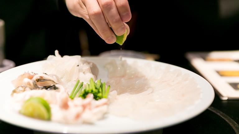 7,5 triệu đồng/100g thịt, ai mà ngờ loại cá vừa xấu xí vừa cực độc này lại đáng giá ở Nhật Bản đến thế-4