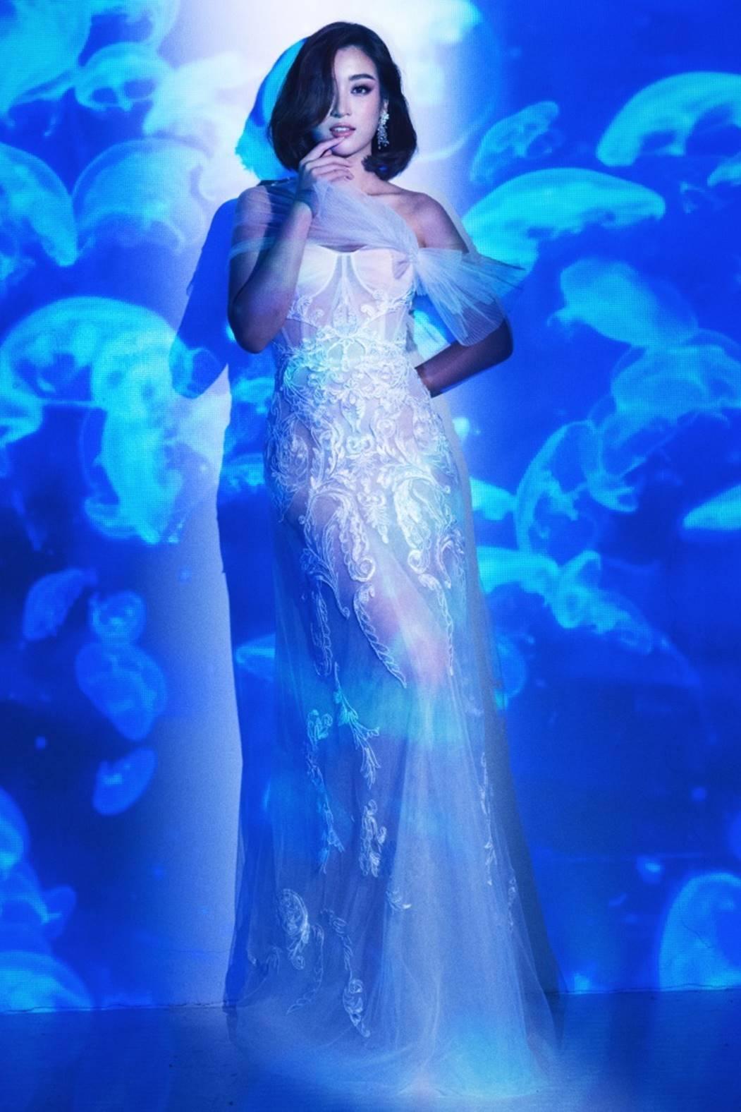 Đỗ Mỹ Linh, Tiểu Vy đẹp mê hoặc trong hình tượng nữ thần biển cả-2