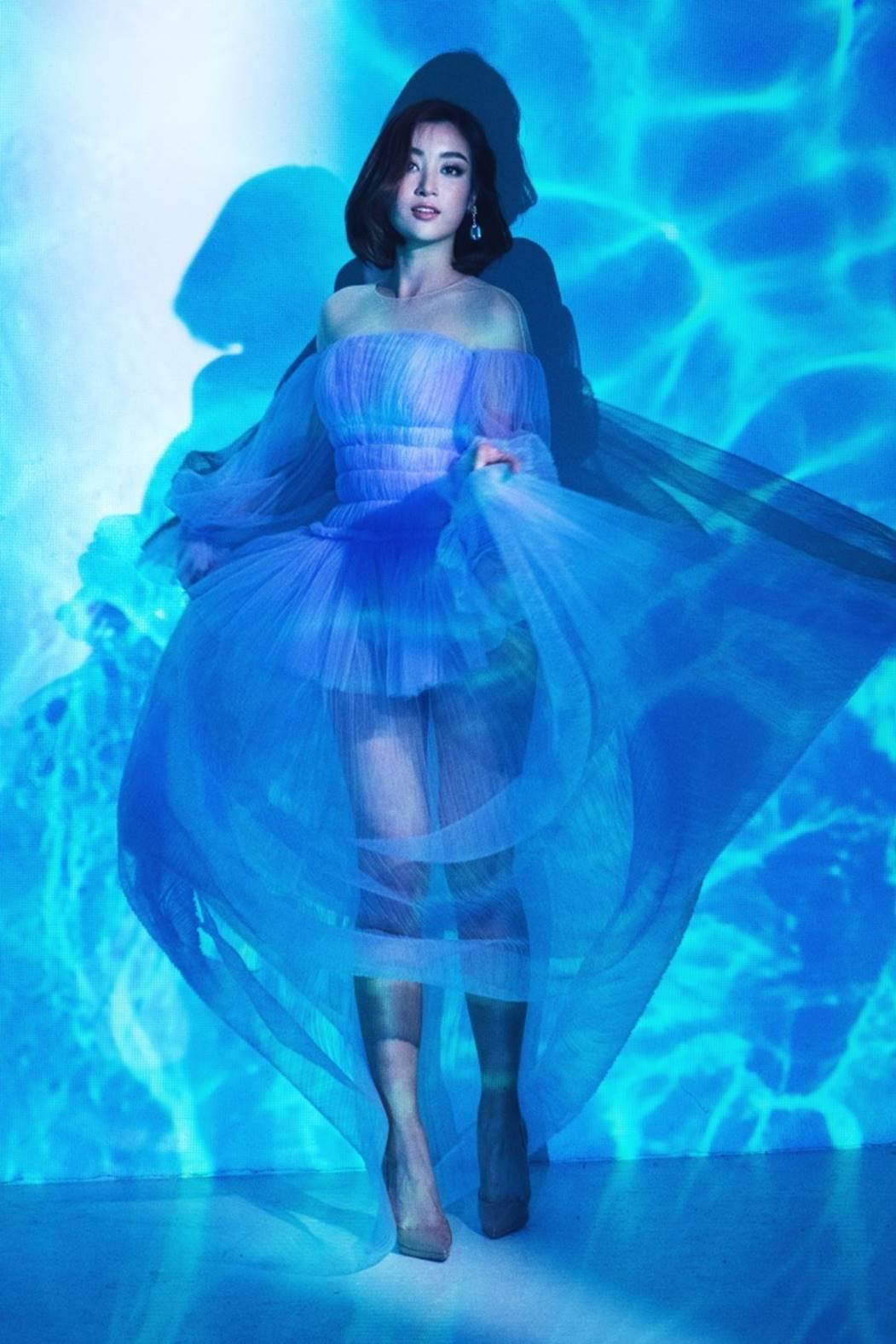 Đỗ Mỹ Linh, Tiểu Vy đẹp mê hoặc trong hình tượng nữ thần biển cả-4