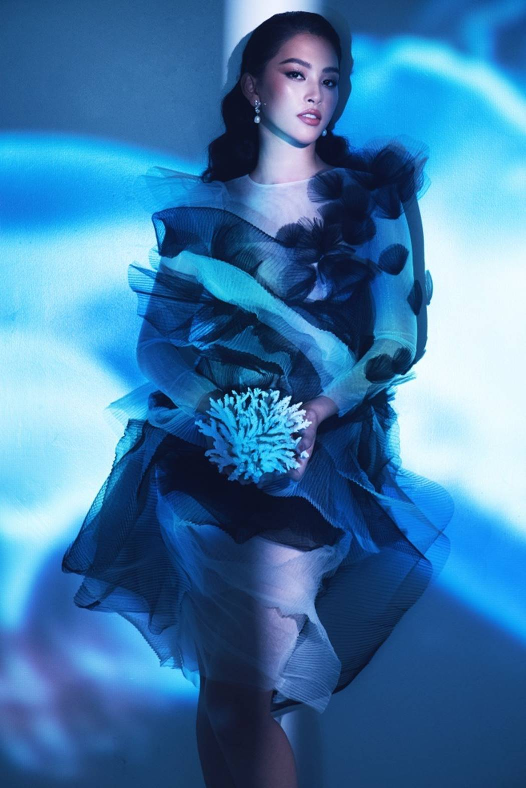 Đỗ Mỹ Linh, Tiểu Vy đẹp mê hoặc trong hình tượng nữ thần biển cả-6