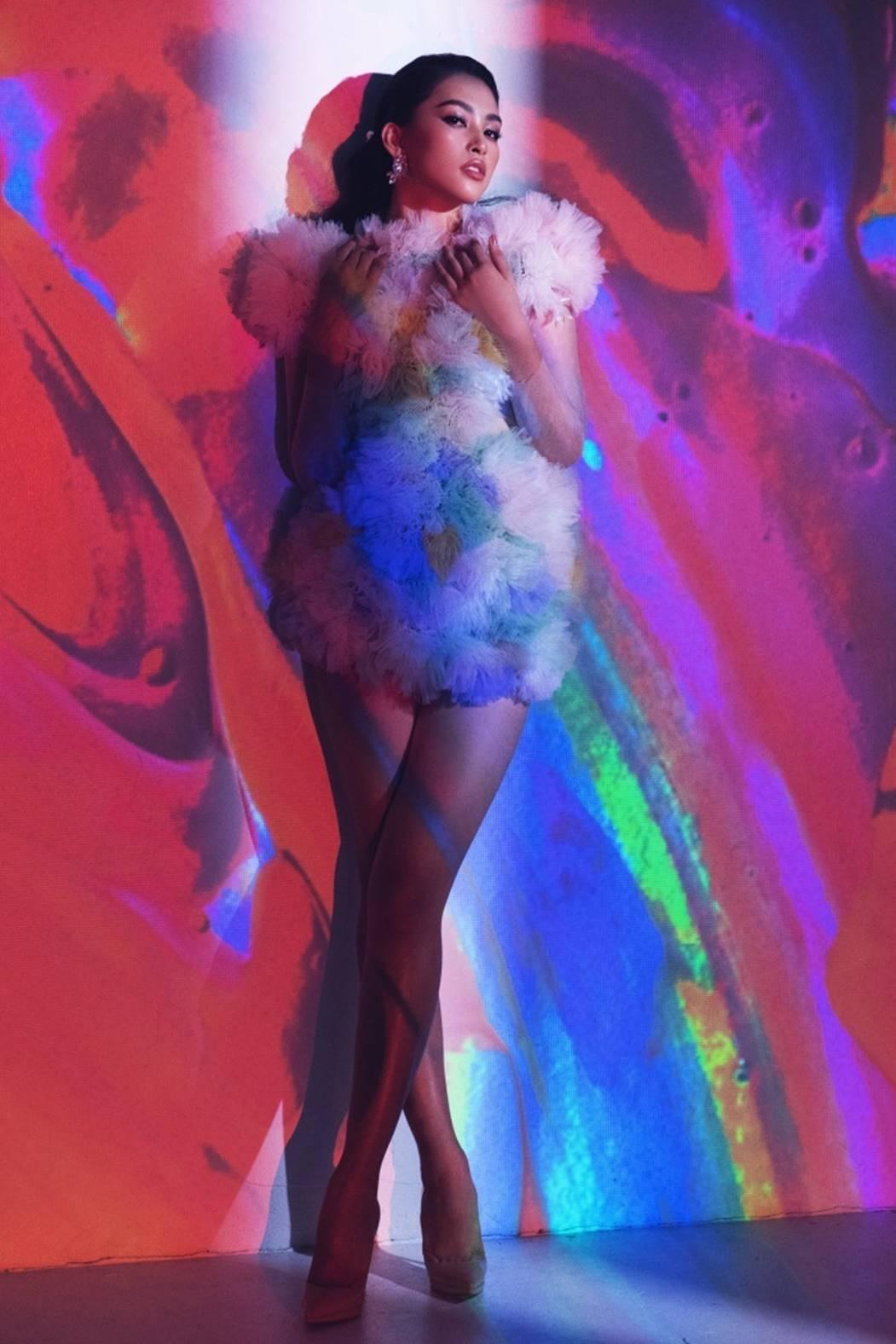 Đỗ Mỹ Linh, Tiểu Vy đẹp mê hoặc trong hình tượng nữ thần biển cả-9