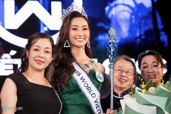 Gia thế khủng của Hoa hậu Lương Thùy Linh: Mẹ làm giám đốc kho bạc-1
