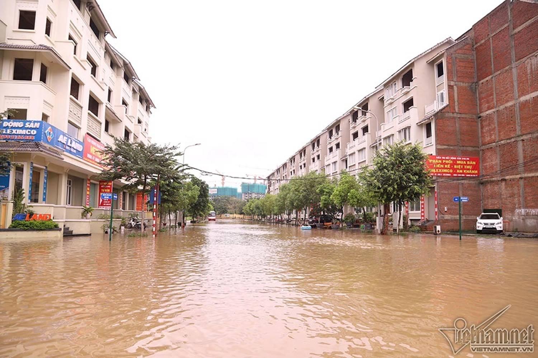 Biển nước bao vây khu biệt thự triệu đô ở Hà Nội-1
