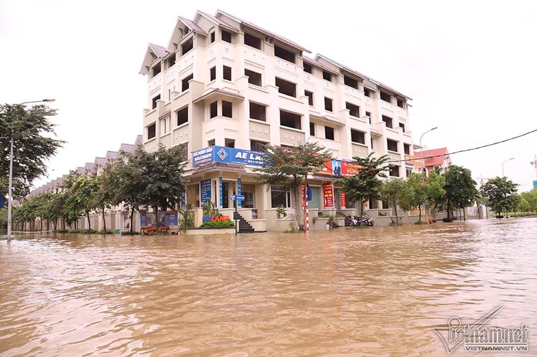 Biển nước bao vây khu biệt thự triệu đô ở Hà Nội-3