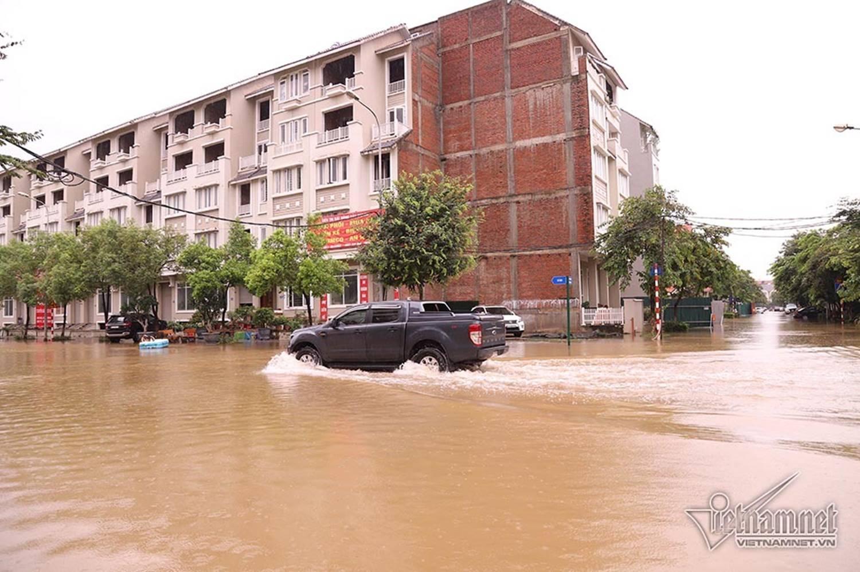 Biển nước bao vây khu biệt thự triệu đô ở Hà Nội-4