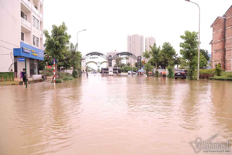 Biển nước bao vây khu biệt thự triệu đô ở Hà Nội-5