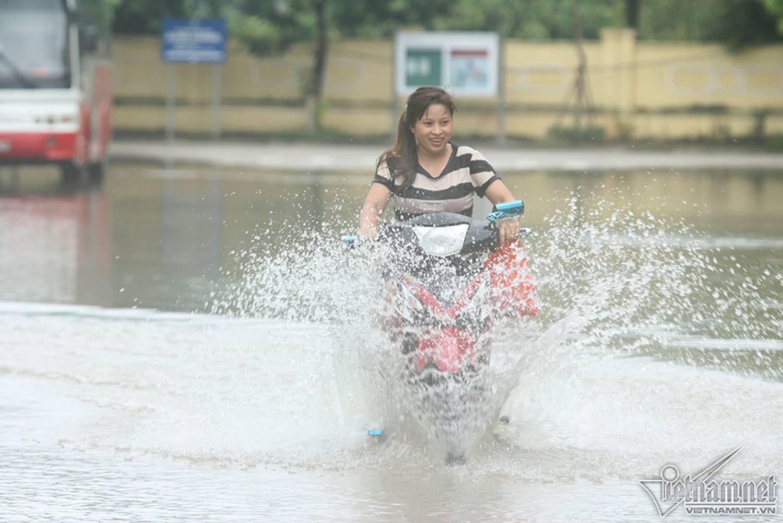 Biển nước bao vây khu biệt thự triệu đô ở Hà Nội-10