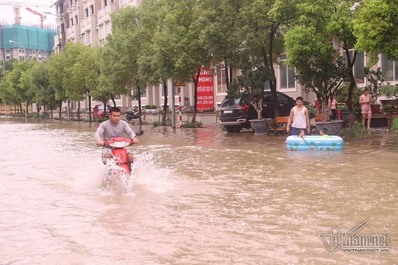 Biển nước bao vây khu biệt thự triệu đô ở Hà Nội-7