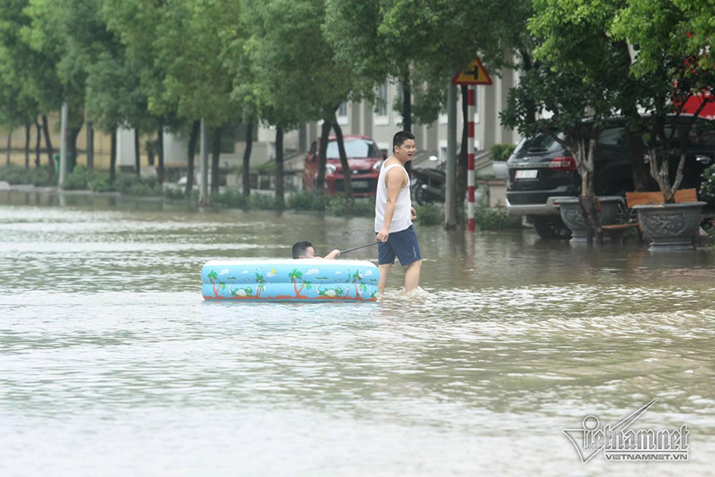 Biển nước bao vây khu biệt thự triệu đô ở Hà Nội-8