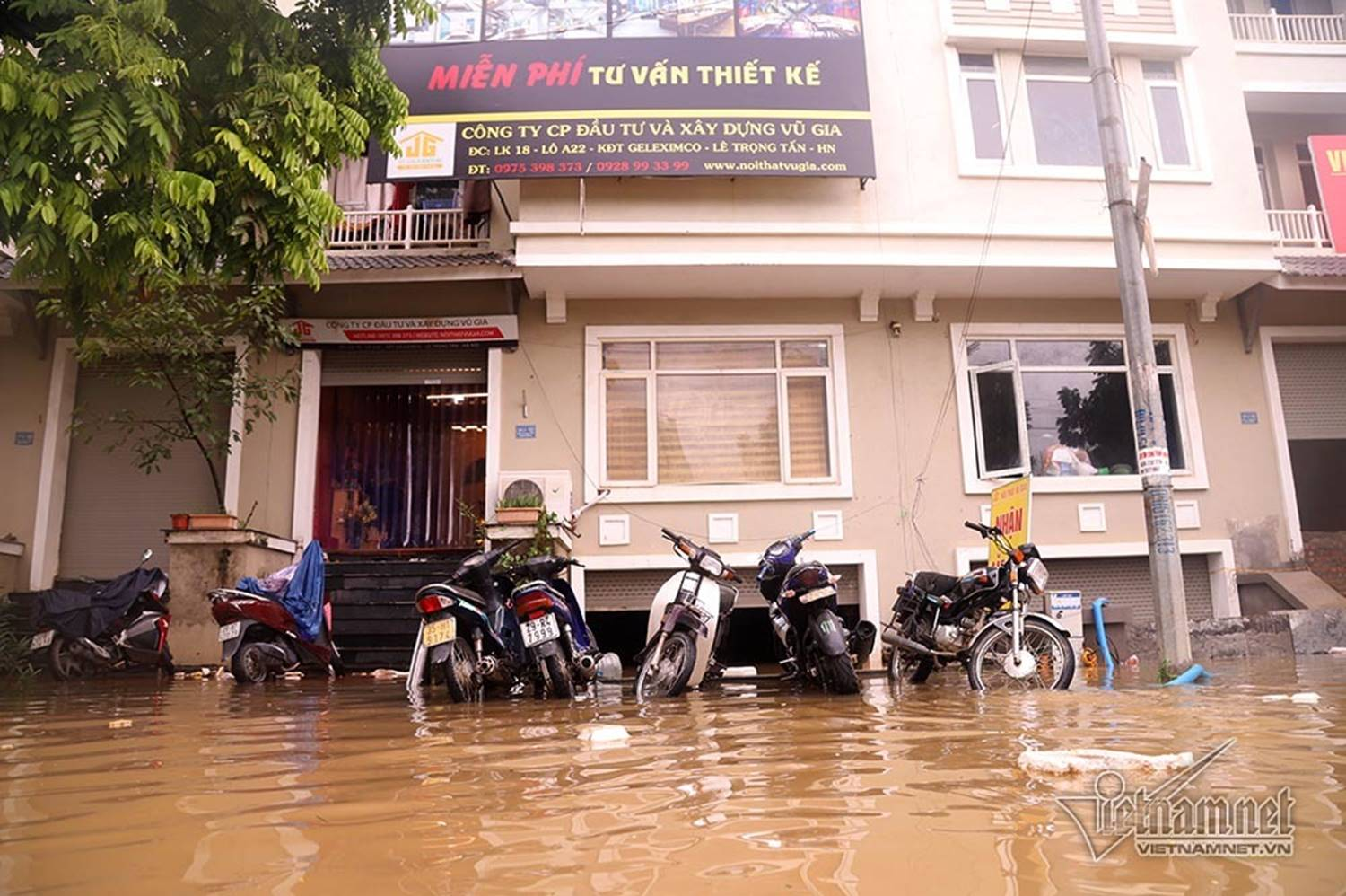 Biển nước bao vây khu biệt thự triệu đô ở Hà Nội-15