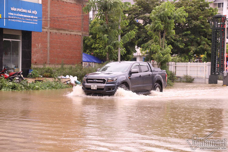 Biển nước bao vây khu biệt thự triệu đô ở Hà Nội-18