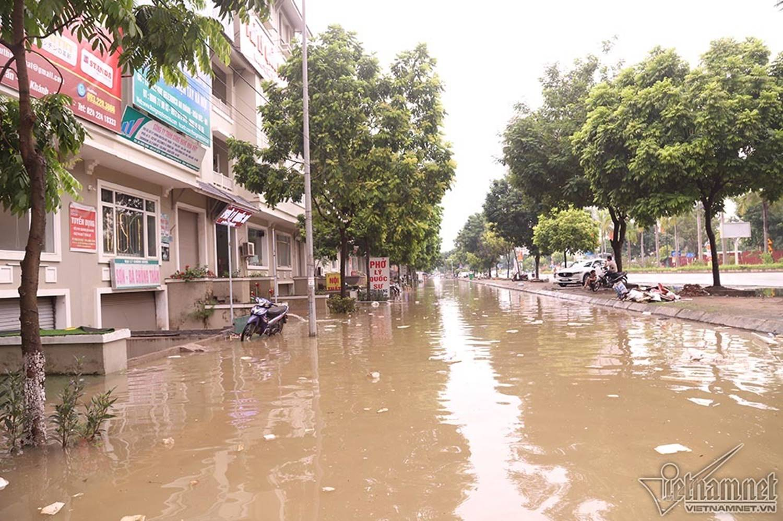 Biển nước bao vây khu biệt thự triệu đô ở Hà Nội-20