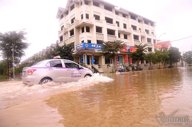Biển nước bao vây khu biệt thự triệu đô ở Hà Nội-21