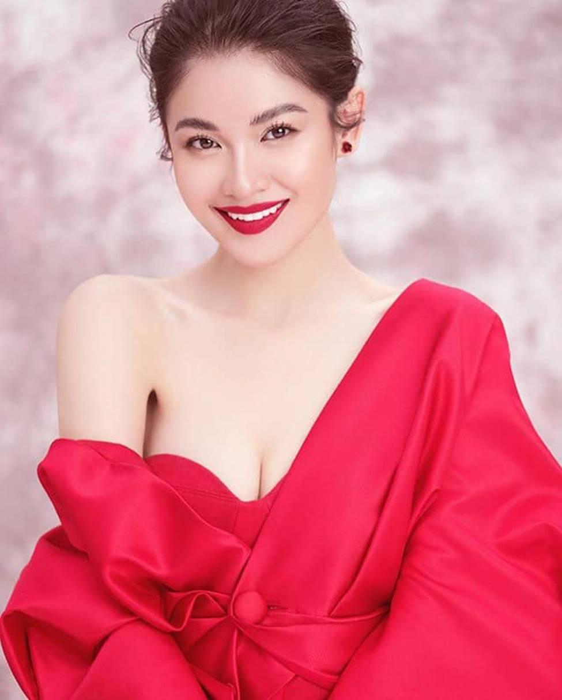 Dàn hot girl ĐH Ngoại thương xinh như hoa hậu Lương Thùy Linh-1
