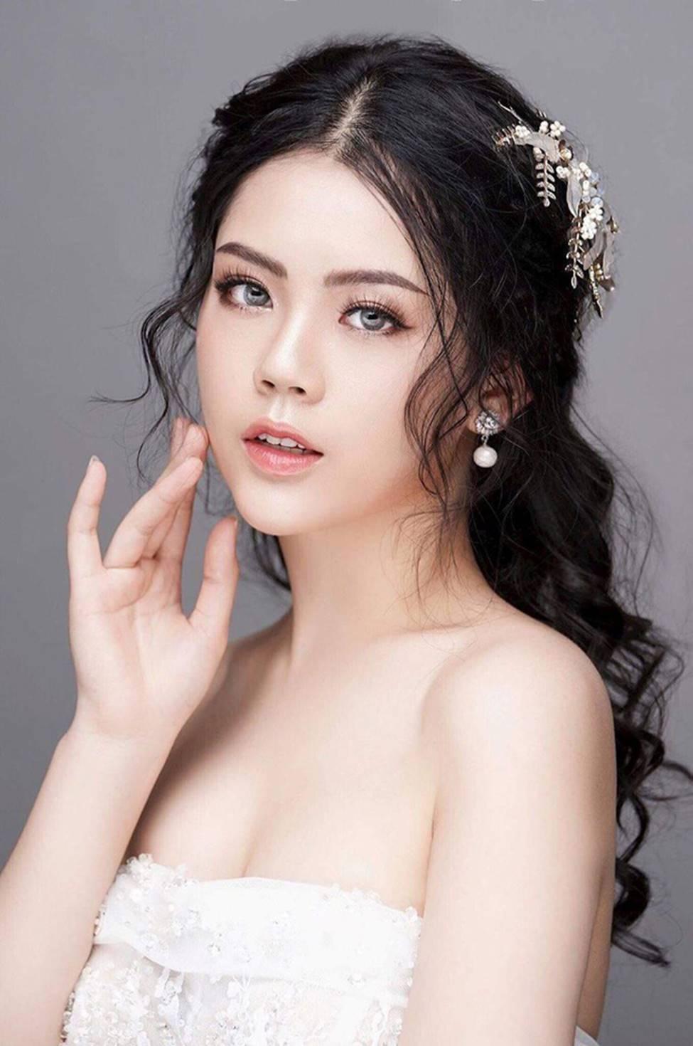 Dàn hot girl ĐH Ngoại thương xinh như hoa hậu Lương Thùy Linh-11