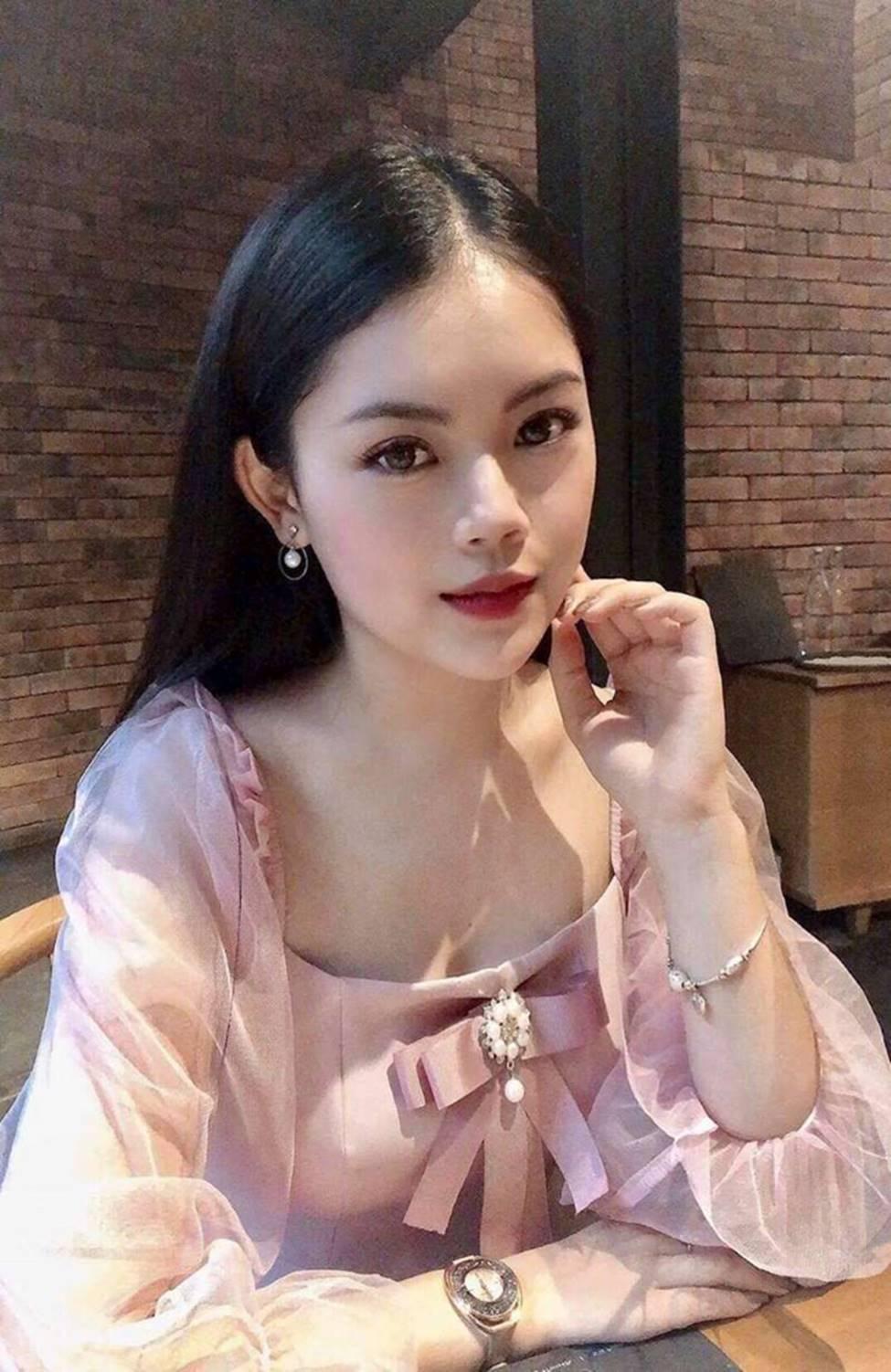 Dàn hot girl ĐH Ngoại thương xinh như hoa hậu Lương Thùy Linh-12