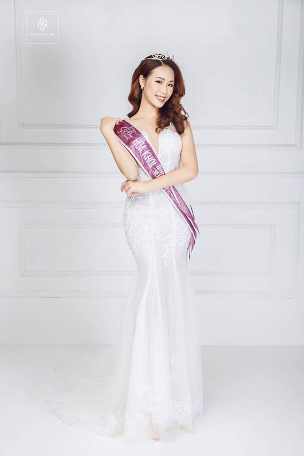 Dàn hot girl ĐH Ngoại thương xinh như hoa hậu Lương Thùy Linh-15