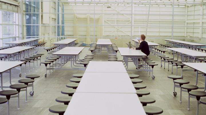 Học phí đắt đỏ, sinh viên Mỹ nhịn đói, bỏ bữa để có tiền trang trải-1