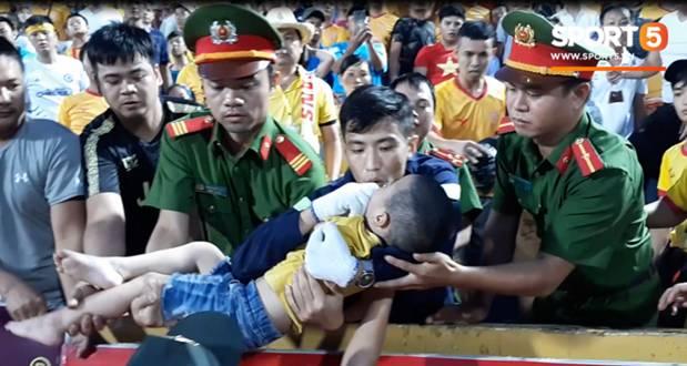 Trước hai chiến sĩ CSCĐ, đây mới là người đầu tiên phát hiện và giữ lại tính mạng cho bé trai bị co giật trên sân Thiên Trường-1