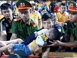 Tâm sự của chiến sỹ CSCĐ chịu đau, cứu bé trai ngất xỉu trên sân Thiên Trường: Đó là việc làm bình thường, không có gì đặc biệt-5