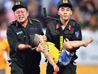 Tâm sự của chiến sỹ CSCĐ chịu đau, cứu bé trai ngất xỉu trên sân Thiên Trường: 'Đó là việc làm bình thường, không có gì đặc biệt'