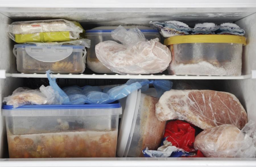 Tủ lạnh trở thành ổ vi khuẩn nếu mẹ vẫn giữ thói quen trữ đồ ăn sai cách này-1
