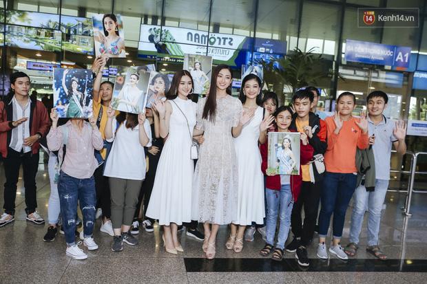 Tân Hoa hậu Lương Thùy Linh mặc giản dị, rạng rỡ cùng 2 Á hậu xuất hiện tại TP.HCM trong vòng tay người hâm mộ-12