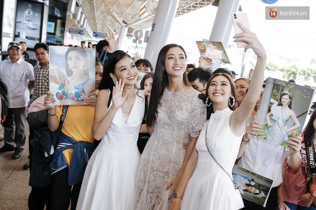 Tân Hoa hậu Lương Thùy Linh mặc giản dị, rạng rỡ cùng 2 Á hậu xuất hiện tại TP.HCM trong vòng tay người hâm mộ-20