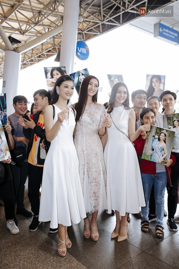 Tân Hoa hậu Lương Thùy Linh mặc giản dị, rạng rỡ cùng 2 Á hậu xuất hiện tại TP.HCM trong vòng tay người hâm mộ-18