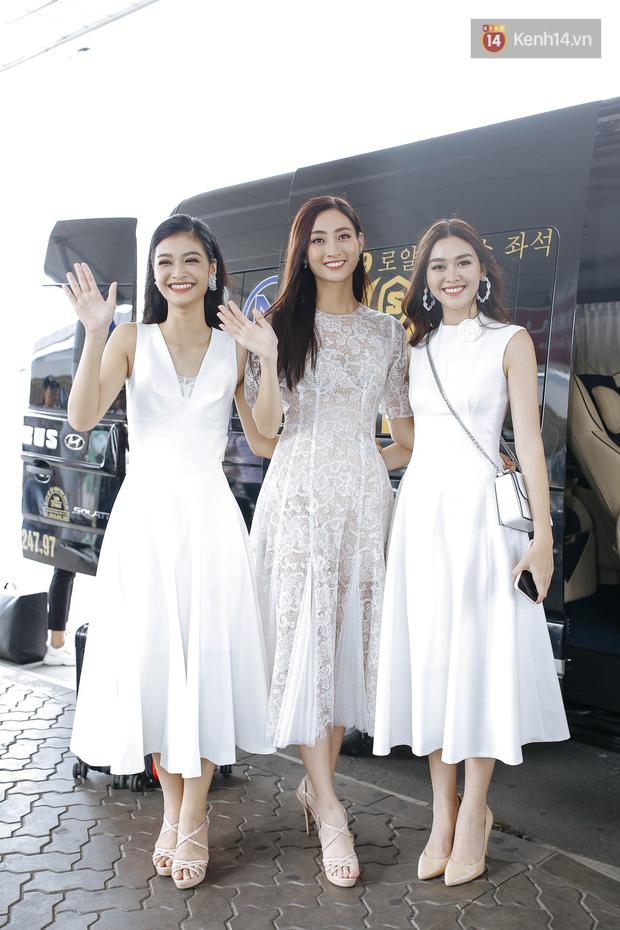 Tân Hoa hậu Lương Thùy Linh mặc giản dị, rạng rỡ cùng 2 Á hậu xuất hiện tại TP.HCM trong vòng tay người hâm mộ-8