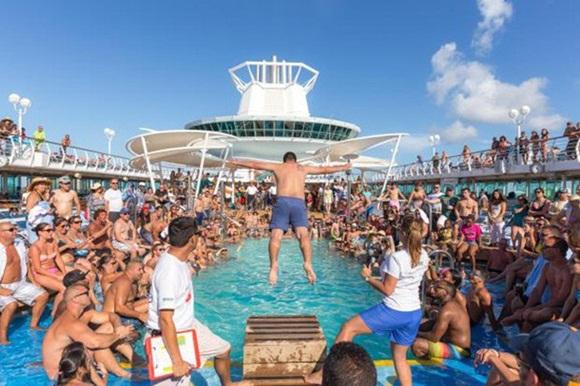 Sự thật gây choáng về những chuyến du thuyền xa hoa: Giờ đây chỉ toàn là say xỉn, đánh lộn, thác loạn và ma túy-2