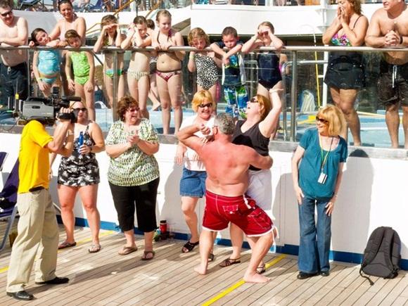 Sự thật gây choáng về những chuyến du thuyền xa hoa: Giờ đây chỉ toàn là say xỉn, đánh lộn, thác loạn và ma túy-5
