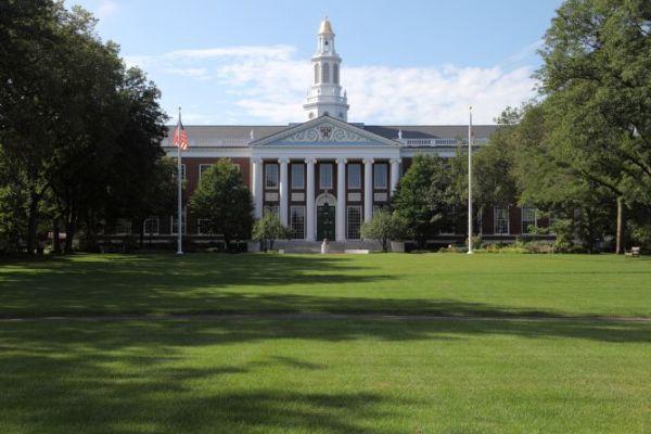 Top 20 trường đại học trên thế giới có sinh viên tốt nghiệp siêu giàu-1