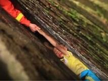 Giải cứu bé trai mắc kẹt giữa khe tường bằng cây thước