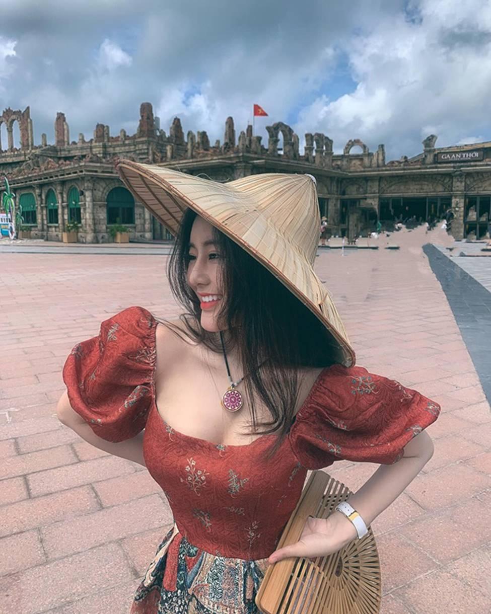 Mặc cho scandal điểm thi đại học thấp, hot girl Sài thành vẫn đăng ảnh gợi cảm thả thính-2