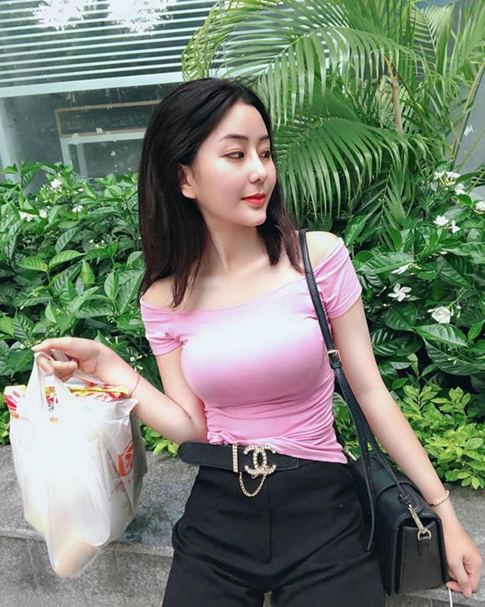 Mặc cho scandal điểm thi đại học thấp, hot girl Sài thành vẫn đăng ảnh gợi cảm thả thính-10