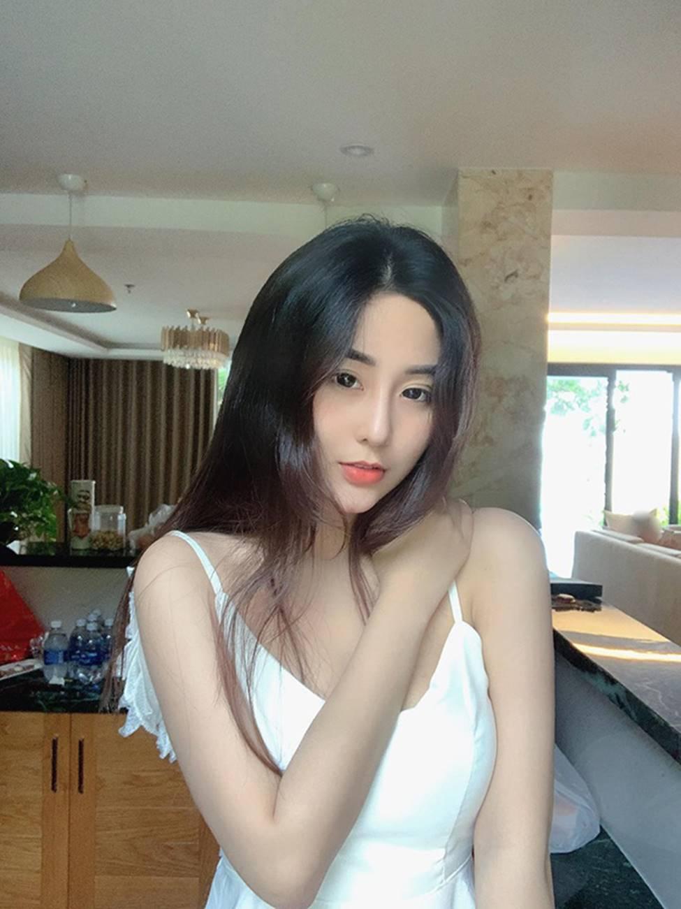 Mặc cho scandal điểm thi đại học thấp, hot girl Sài thành vẫn đăng ảnh gợi cảm thả thính-11
