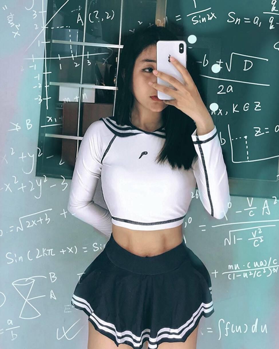Mặc cho scandal điểm thi đại học thấp, hot girl Sài thành vẫn đăng ảnh gợi cảm thả thính-18